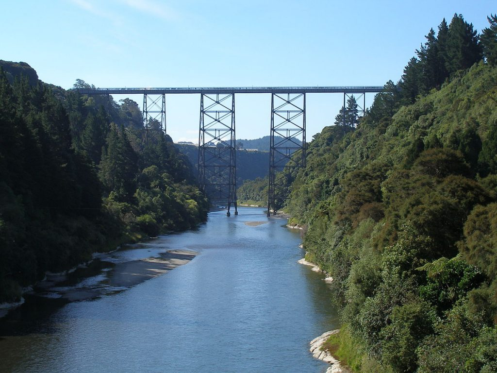 1200px-Mohaka_viaduct_from_road_bridge