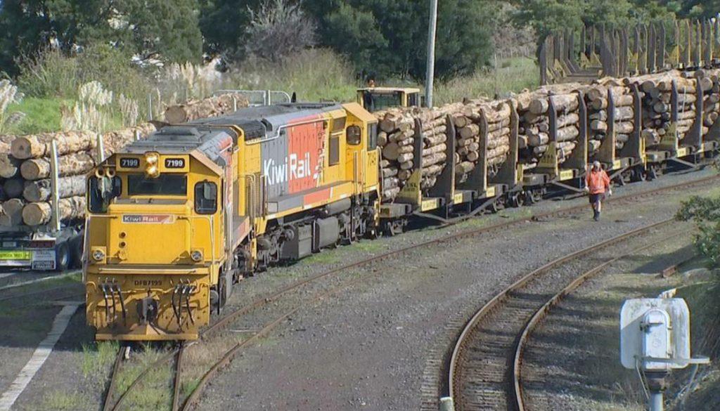 train-rail-kiwirail-tracks-northland-logs-1120-newshub